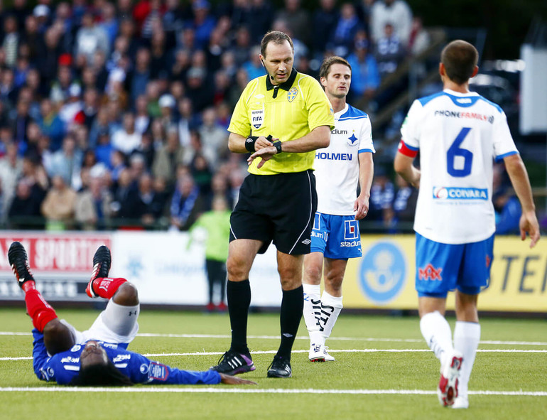 Sweden FIFA Referee Jonas Eriksson adds stoppage time for an injury by using the Spintso Referee Pro Watch