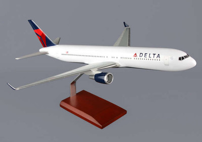 Delta Air Lines B767-300 Model Airplane