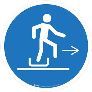 Alighting From Toboggan Right Mandatory - ISO Floor Sign
