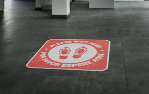 Please Wait Here Bilingual with Shoe Prints Red - SignCast S200 Virtual Sign