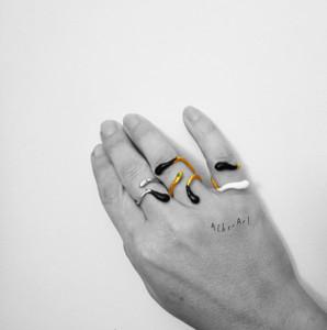 Έλληνες σχεδιαστές κοσμημάτων, φίδι δαχτυλίδι, Αθηνά Παπά