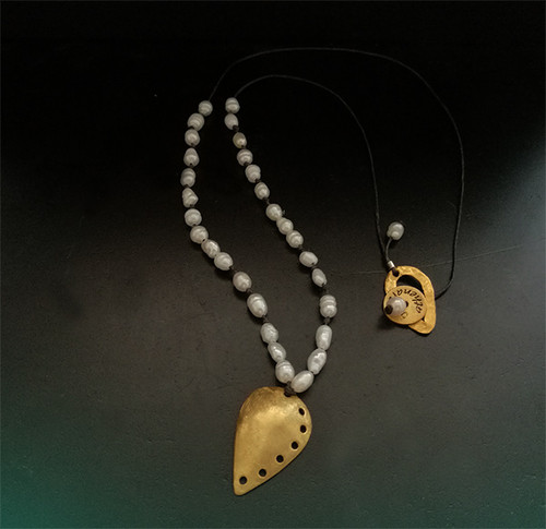 Chick and stylish pearl necklace with handmade silver fly charm with perfoarated Details