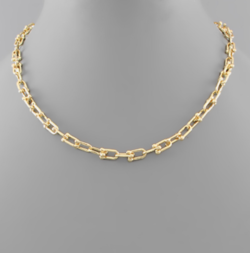 Chic Links Necklace