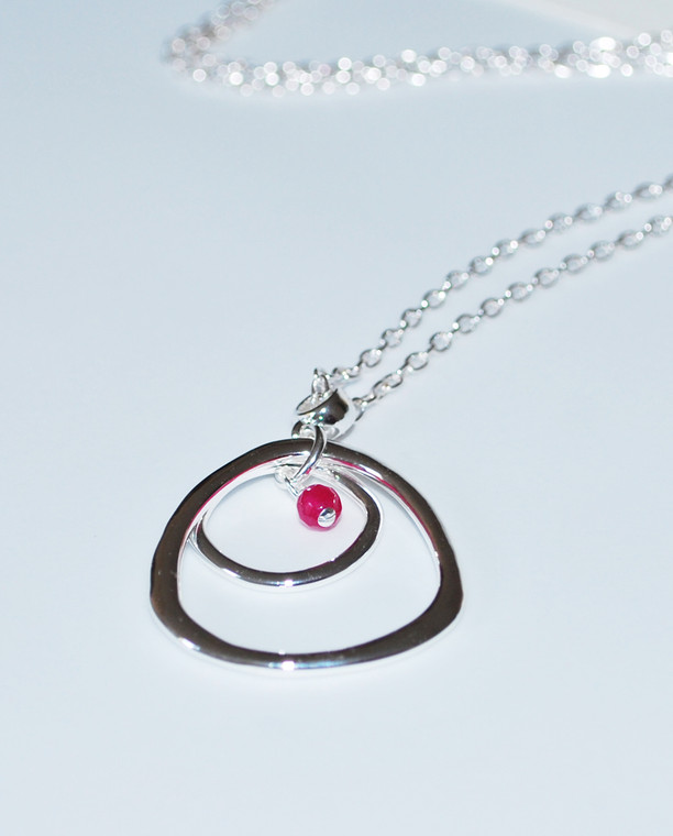 Lagom Darcy Circle Necklace Raspberry detailed view on grey background