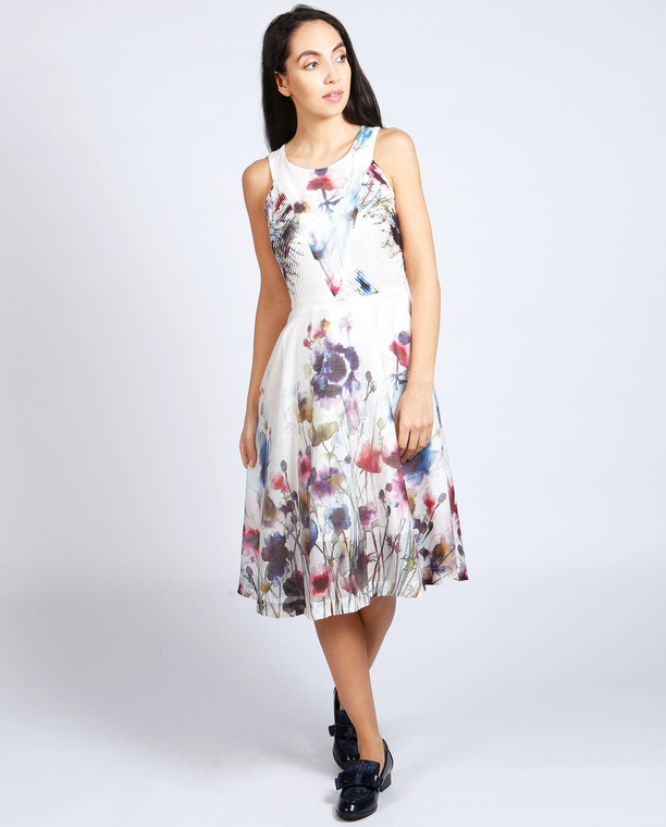 Lagom  Lavinia Dress Floral front view on model on grey background