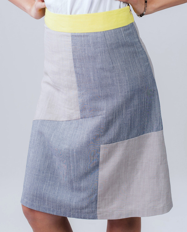 Lagom Modena Skirt Grey-Yellow front view on model on grey background
