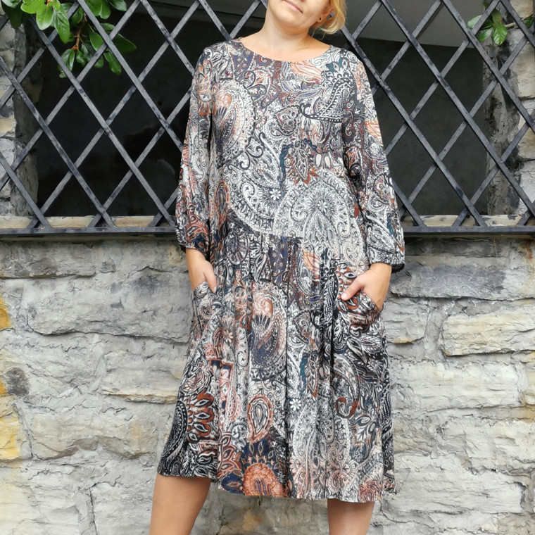 Melbourne Oversized Viscose Dress with Paisley Print