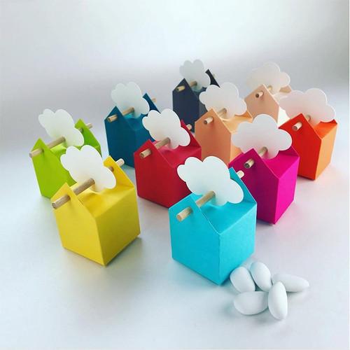 Set nuvole, 10 bomboniere multicolore ed etichette