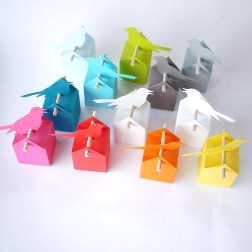 Set grande tonalità : 10 bomboniere ed etichette multicolore