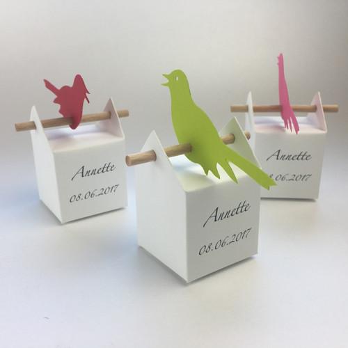 Set uccelli canterini personalizzato: 10 bomboniere ed etichette