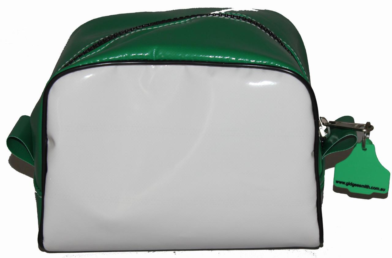Brush Bag Wet Pack  21cm L X  21cm  W  X 18cm  H