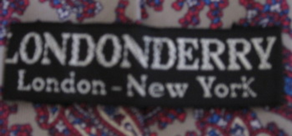 Londonderry Silver, Red and Blue Paisley Xlong tie