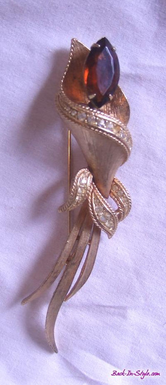 Sarah Conover stylized flower brooch