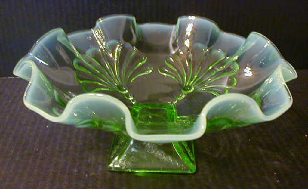 Beaded Fans Footed Bowl - D0288