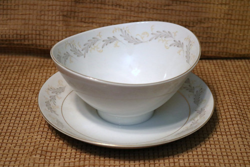 Mikasa Patio Gravy Boat with Attached Under Plate