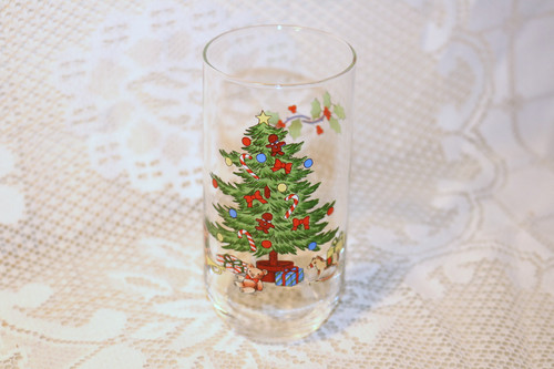 Tienshan Holiday Hostess Small Drinking Glass
