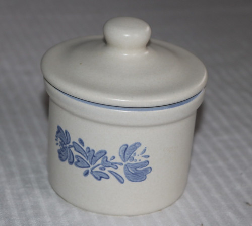 Pfaltzgraff Yorktowne Sugar Bowl #920 with Lid #070