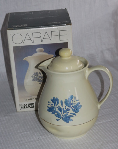 Pfaltzgraff Yorktowne Thermal Vacuum Server Carafe in Original Box (1019)