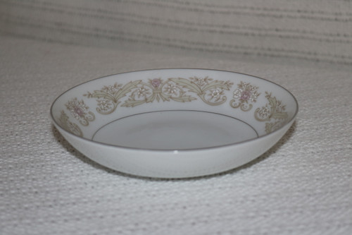 Diamond China Regal Berry Bowl