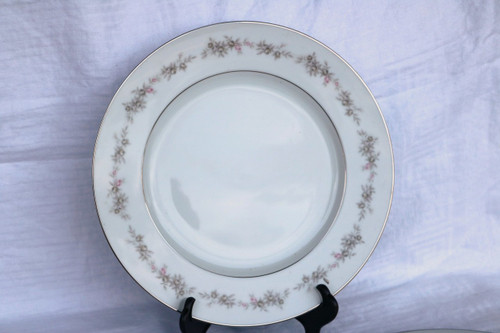 Wyndham Fine China Wilton Dinner Plate