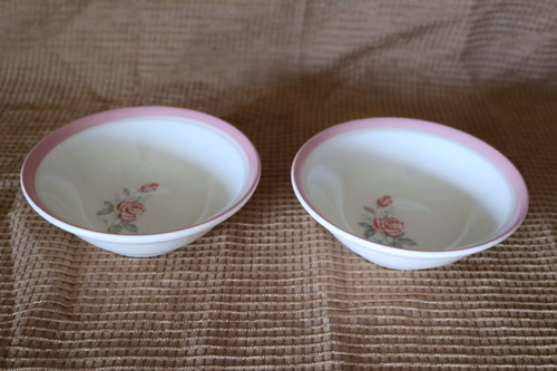 Cunningham & Pickett Dixie Rose Berry Bowl