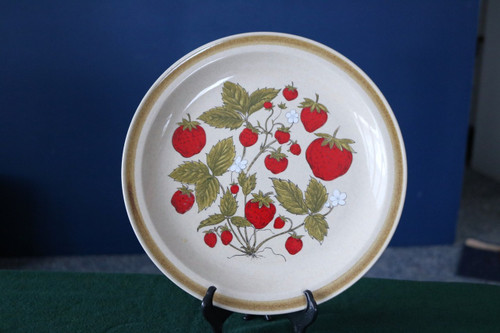 International China Strawberry Patch Round Cake Chop Plate