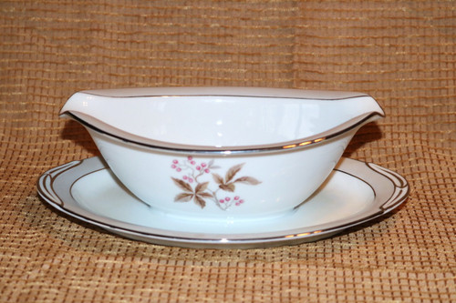 Noritake 5447 Gravy Boat with Attached Under Plate