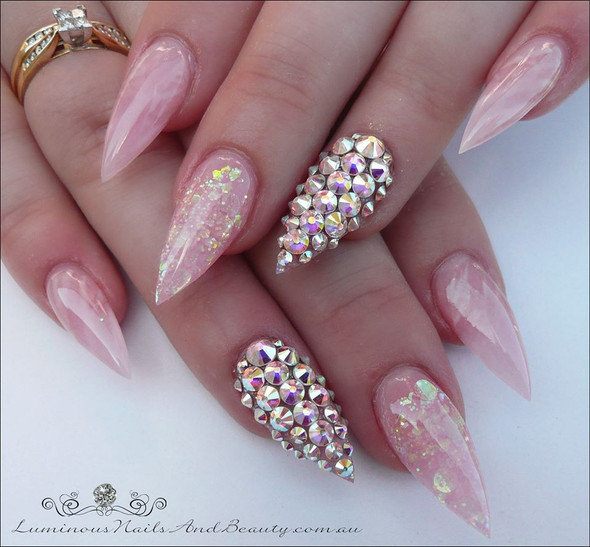 en Vogue Cool Pink Modeling Gel. Example By Luminous Nails and Beauty.