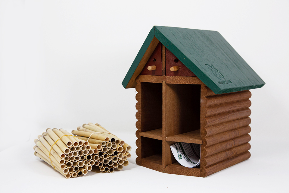 Cabin Bee House & Nesting Material Combos Spring Season Reeds
