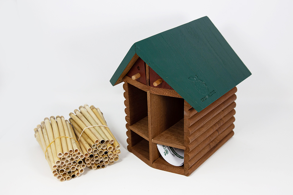 Cabin Bee House & Nesting Material Combos Summer Season Reeds