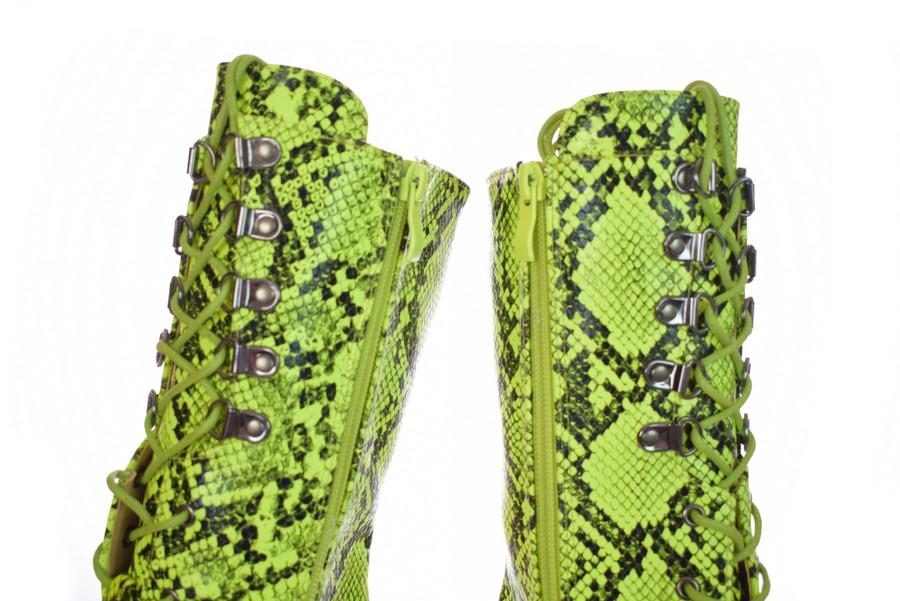 Hook Eyelet Dragpole shoes.