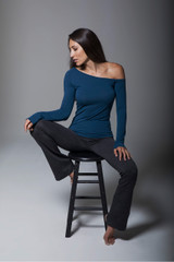 Grey Bootcut Yoga Pants and Long-Sleeve Activewear Set