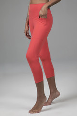 Cropped Yoga Leggings with Pockets in Pink