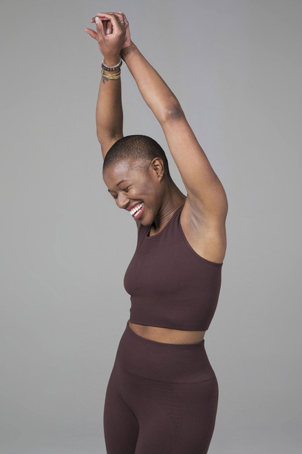 Kathryn Seamless High Neck Yoga Bra in Cocoa