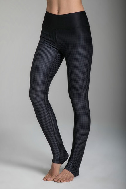 Grace High-Waisted Yoga Tight in Houndstooth print