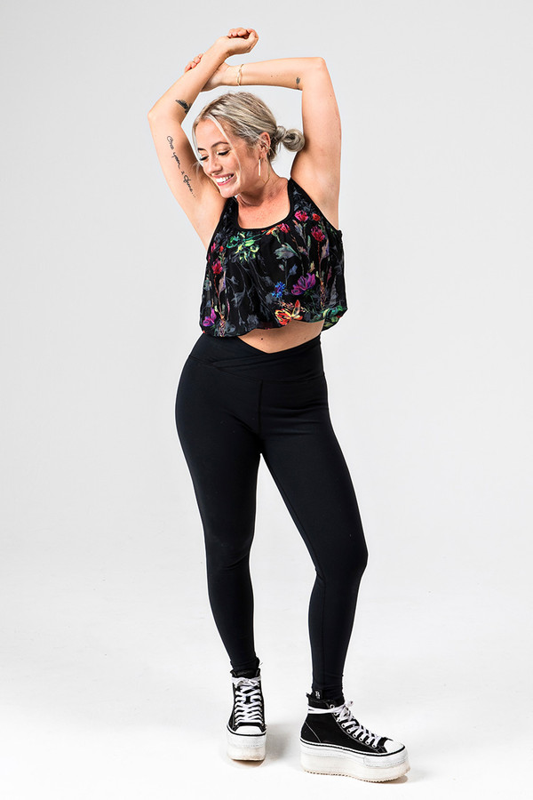 Kathryn Budig Eternity Yoga Legging and Bubble Tank Outfit