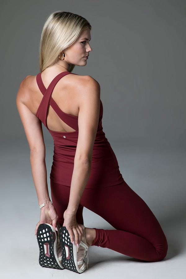 Horizon Yoga Tank (Sienna) lifestyle with renew legging