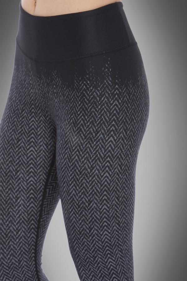 Close up view of ombre effect on herringbone print on KiraGrace Herringbone yoga leggings