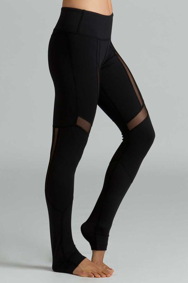 Black Strut Yoga Legging profile