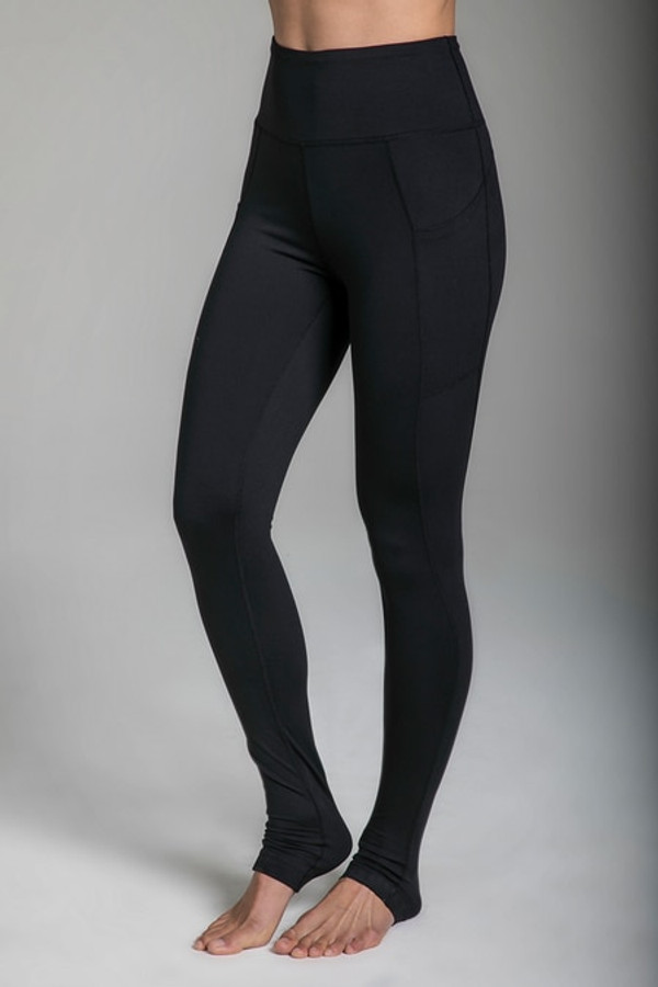 Pocket Yoga Tight in Black