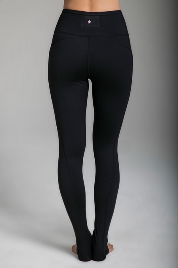 Pocket Yoga Tight in Black