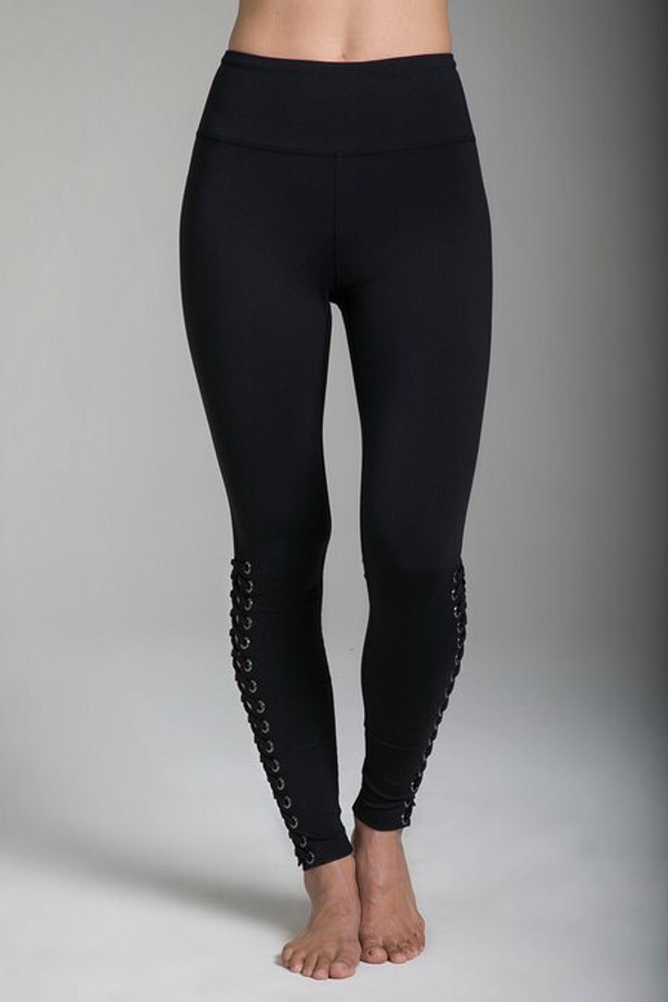 Romance Grommet Yoga Legging in Black