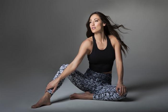 Grace Vinyasa Crop Yoga Top (Black)