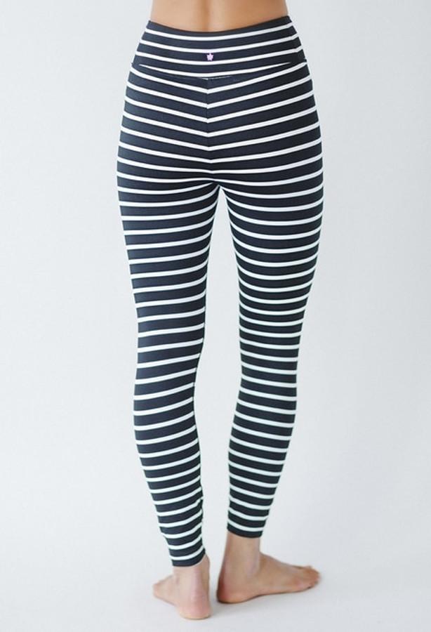 Grace Ultra High Waist 7/8 Yoga Legging in Black Stripe