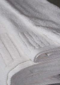 Oxford Signature Bath Towel 27x50, 14 lb., 100% Cotton, Piano Design Dobby Borders, White, 1 dozen