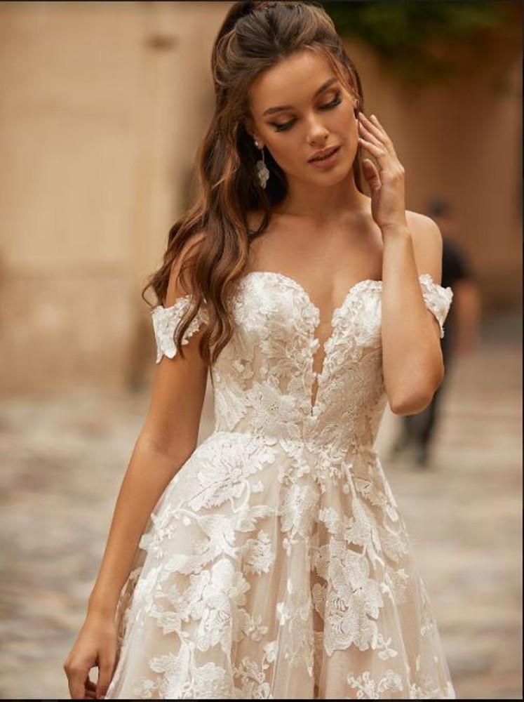 Juniper Wedding Gown J6818 by Moonlight Bridal
