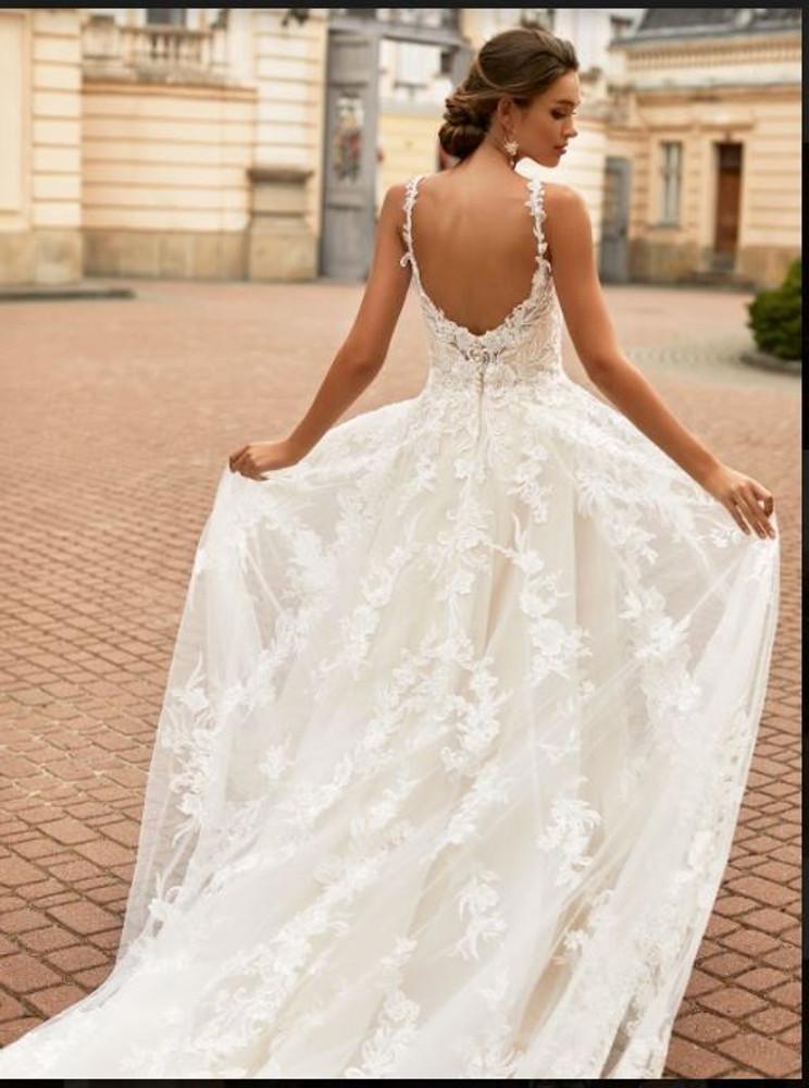 Gracelynn Wedding Gown H1463 by Moonlight Bridal