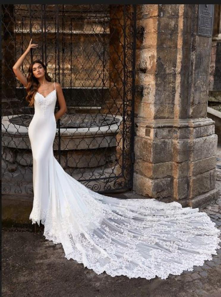 Adrianna Wedding Gown H1469 by Moonlight Bridal