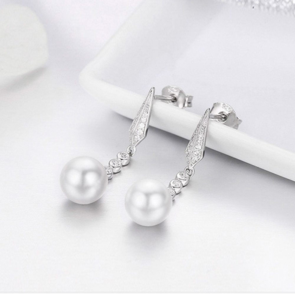 Geometric Drop Pearl Earrings
