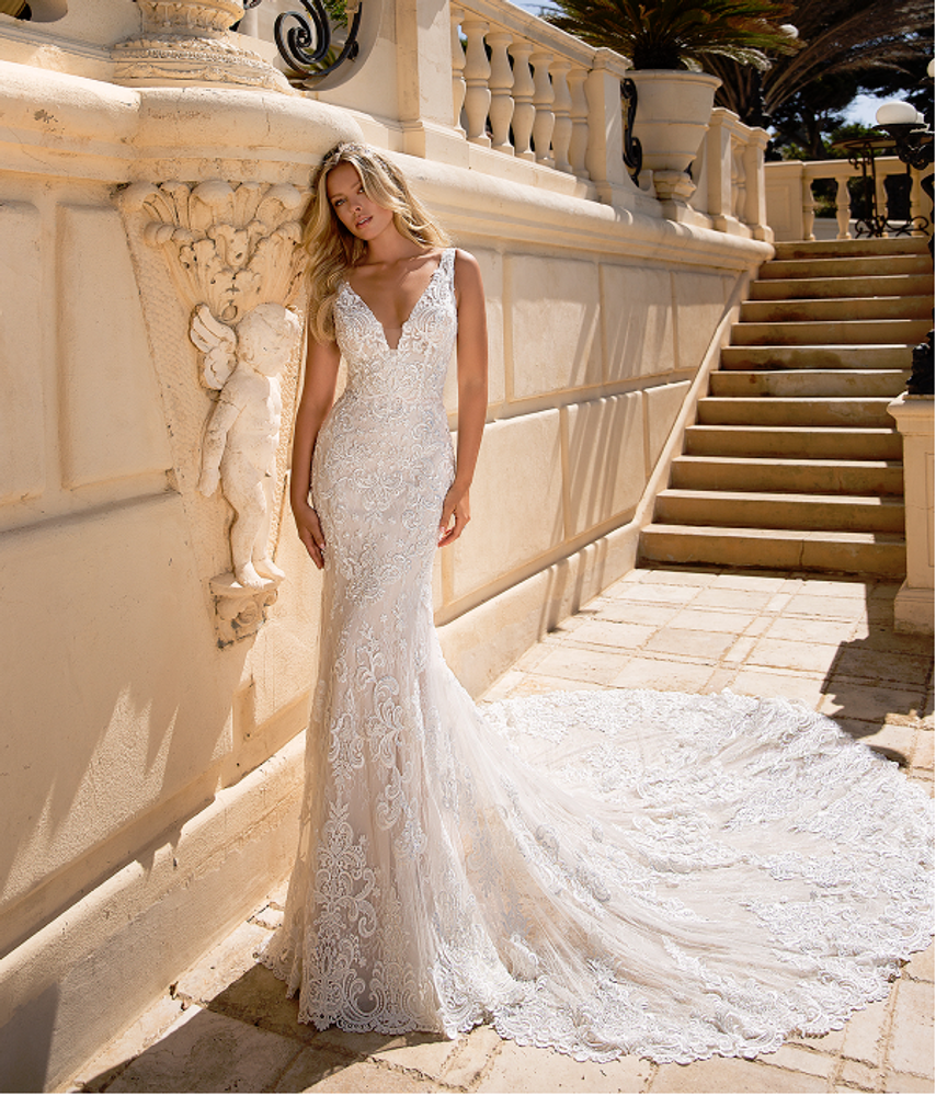 Lisa Wedding Gown H1378 by Moonlight Bridal